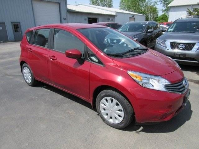 zip through traffic in a 2015 nissan versa note s plus. Black Bedroom Furniture Sets. Home Design Ideas